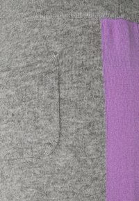 CHINTI & PARKER - SIDE STRIPE TRACK PANTS - Stoffhose - grey/lilac - 2
