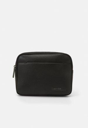SQUARED WAISTBAG UNISEX - Bum bag - black