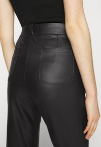 KENDALL + KYLIE - STRAIGHT PANTS - Trousers - black - 4