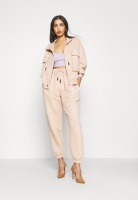 Missguided - QUILTED JOGGERS - Tracksuit bottoms - stone - 1