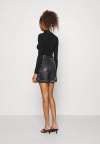 Vero Moda - VMLIA  - Shorts - black - 2