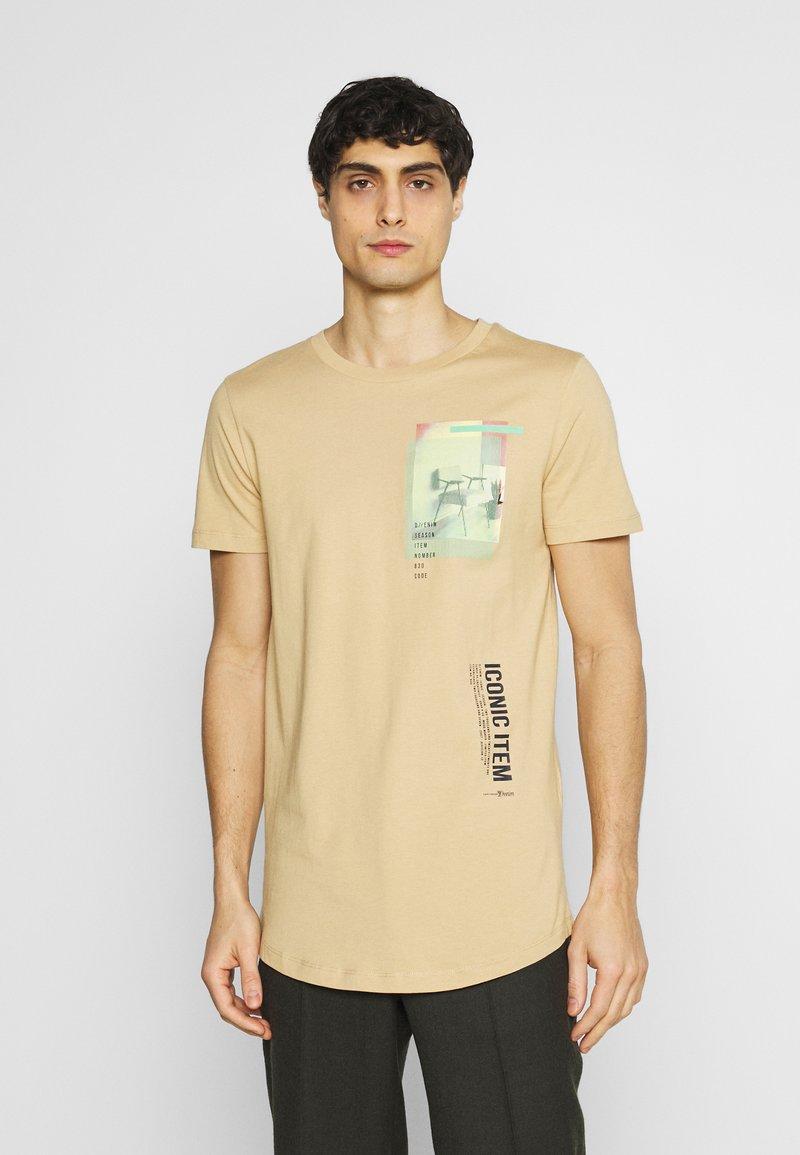 TOM TAILOR DENIM - Print T-shirt - lark beige