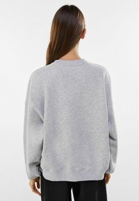 Bershka - MIT PRINT USA  - Strikpullover /Striktrøjer - light grey - 2