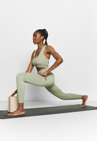 South Beach - SEAMLESS LEGGING - Medias - dessert sage - 1