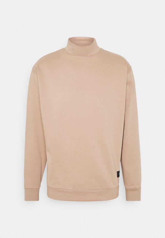 FUNNEL NECK CREW - Sweatshirt - tan
