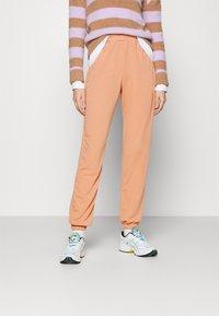 Missguided - BASIC - Pantaloni sportivi - camel - 0