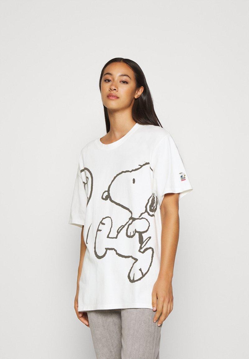 Levi's® - LEVI'S X PEANUTS GRAPHIC - T-shirt imprimé - marshmallow