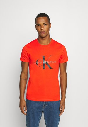 MONOGRAM LOGO SLIM TEE - T-shirt z nadrukiem - cherry tomato