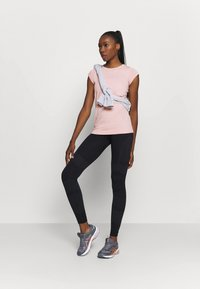 ASICS - RACE SEAMLESS - Camiseta básica - ginger peach - 1