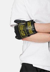 SEXFORSAINTS - Gloves - metallic black - 3