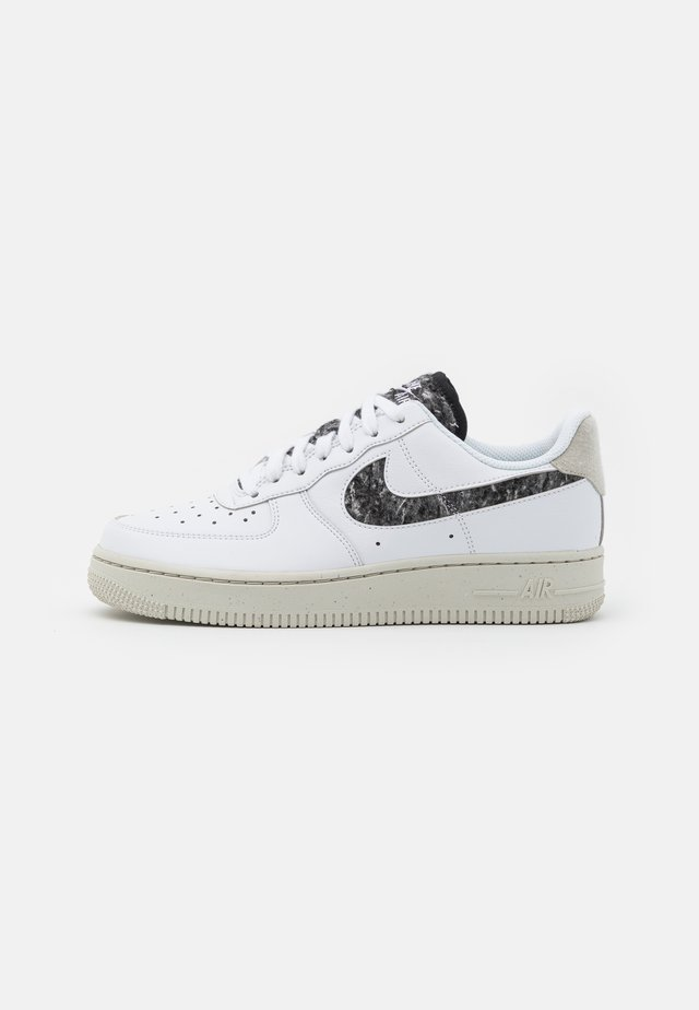 AIR FORCE 1 - Sneaker low - white/light bone/black