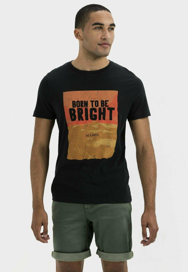 camel active - KURZARM  - Print T-shirt - asphalt