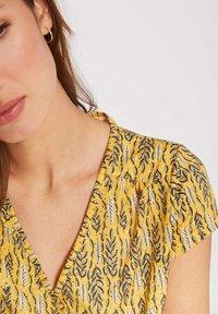 Morgan - VEGETAL PRINT - Print T-shirt - yellow - 3