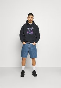Mennace - ON THE RUN SERPENT ACID WASH REGULAR HOODIE - Sweatshirt - washed black - 1