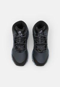 New Balance - KH800BKY UNISEX - Hiking shoes - black/grey - 3