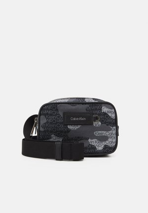 URBAN UTILITY HARNESS CAMO - Across body bag - black