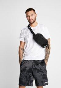 adidas Performance - PARKHOOD  - Saszetka nerka - black/white - 1