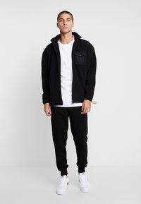 Urban Classics - POLAR TRACK JACKET - Fleece jacket - black - 1
