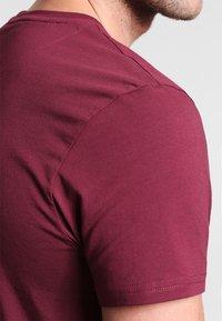 Lyle & Scott - T-shirt - bas - claret jug - 4