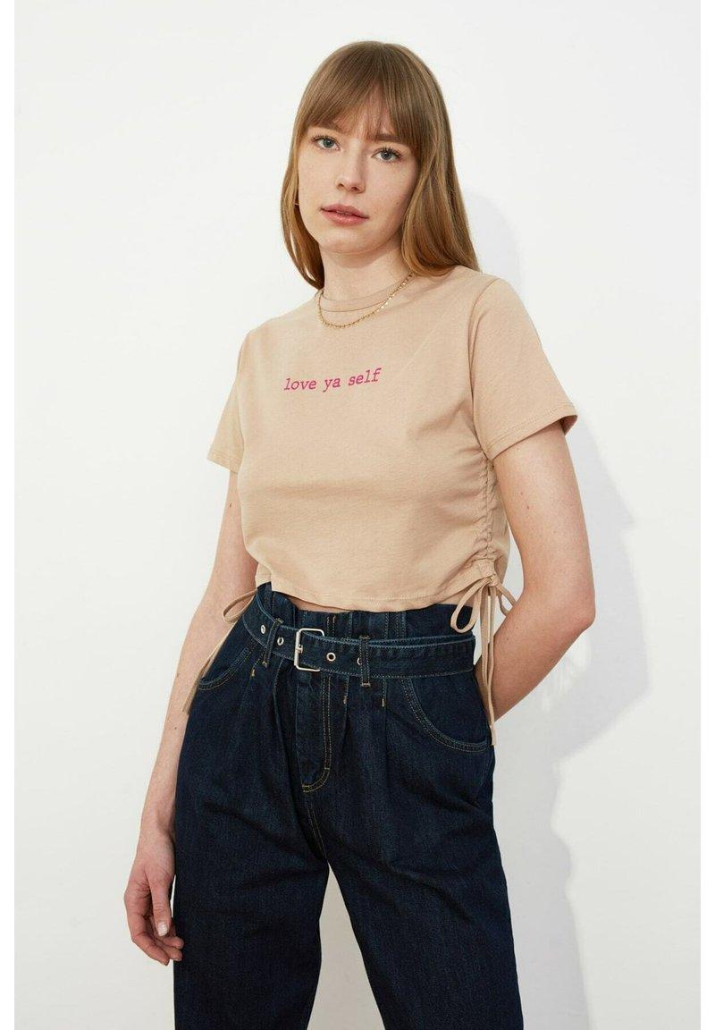 Trendyol - Print T-shirt - brown