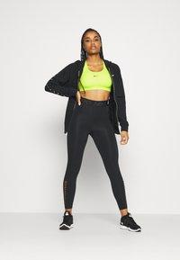 Nike Performance - BRA PAD - Sport BH - cyber/black - 1