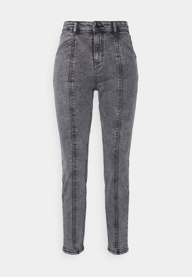 BYKATO BYKILLI MOM CUT  - Jeans baggy - mid grey