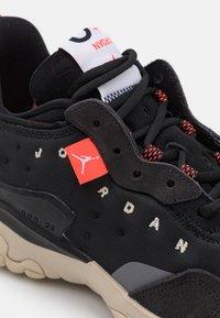 Jordan - DELTA 2 UNISEX - Sneakers basse - black/infrared 23/off noir/oatmeal/white/metallic silver - 5
