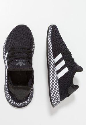 DEERUPT RUNNER - Sneakersy niskie - core black/footwear white/grey five