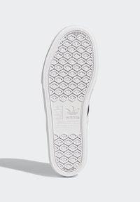 adidas Originals - DELPALA SHOES - Baskets basses - black/white - 5