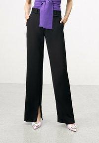 Uterqüe - FLOWING  - Trousers - black - 0