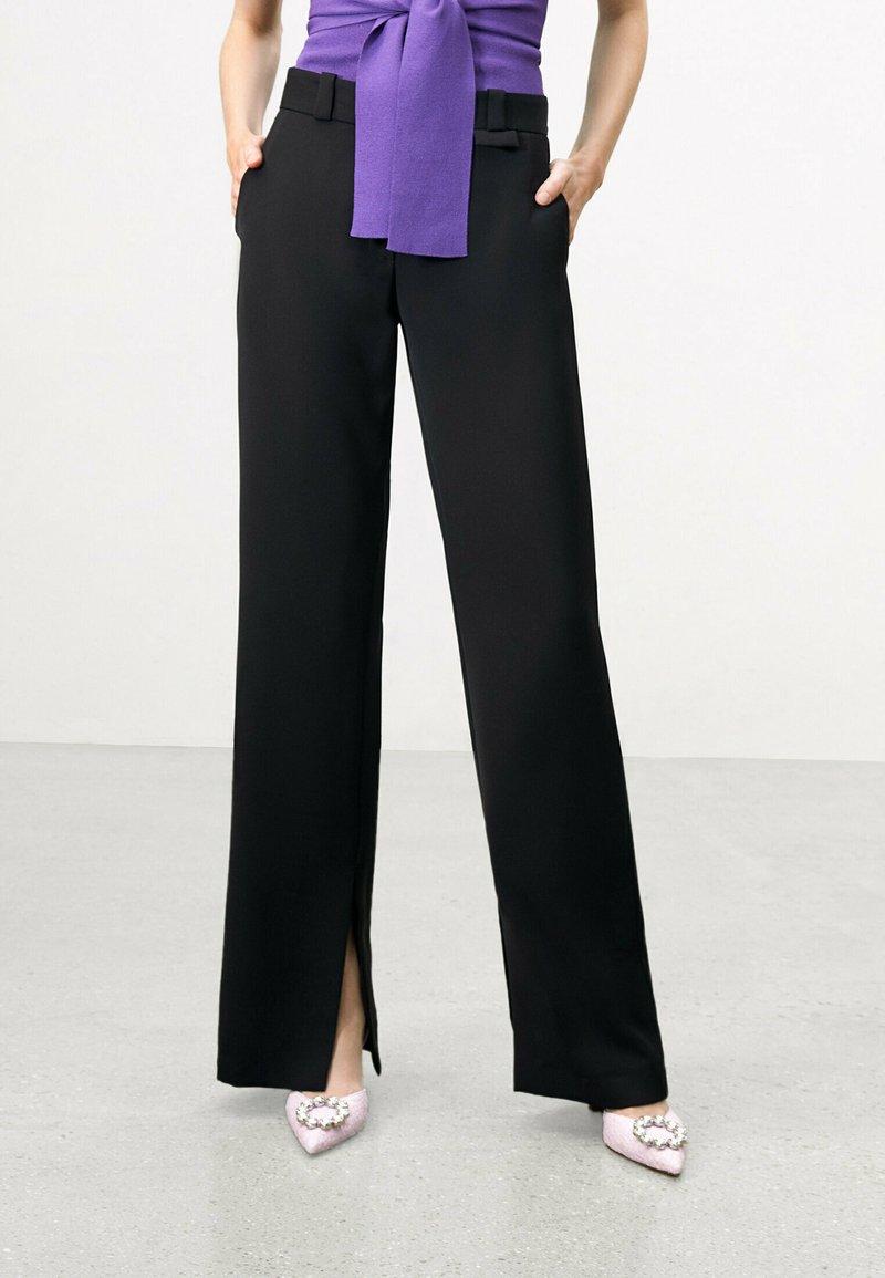 Uterqüe - FLOWING  - Trousers - black