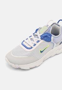 Nike Sportswear - RT LIVE UNISEX - Baskets basses - grey fog/game royal/platinum tint/iron grey - 6
