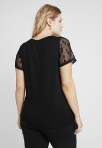 Dorothy Perkins Curve - SPOT TEE BLACK - Basic T-shirt - black - 2