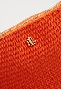 Lauren Ralph Lauren - CARTER CROSSBODY MEDIUM - Torba na ramię - sailing orange - 5