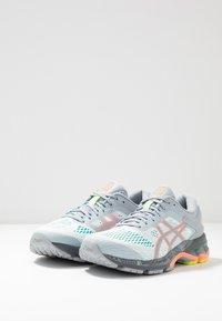 ASICS - GEL-KAYANO 26 LS - Zapatillas de running neutras - piedmont grey/sun coral - 2