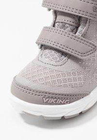 Viking - VEME MID GTX - Hiking shoes - pearlgrey/violet - 5