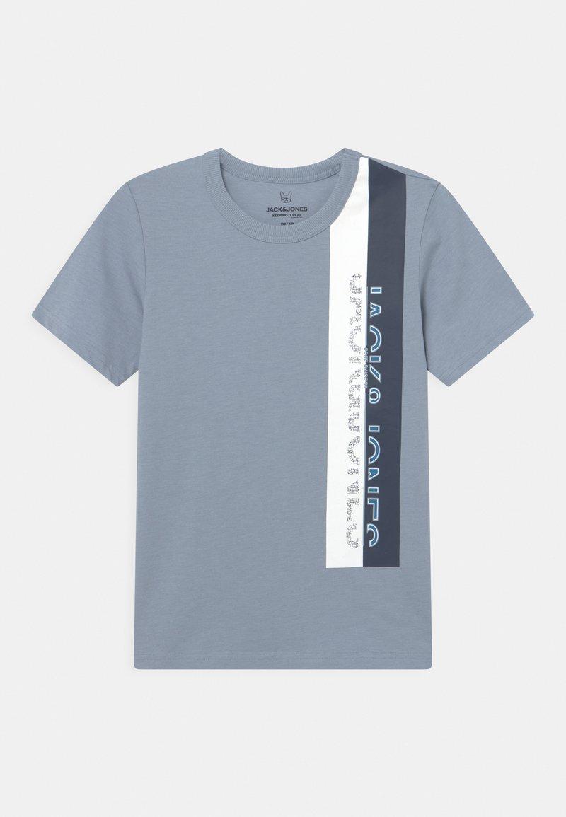 Jack & Jones Junior - JCOOYESTER CREW NECK - T-shirt print - dusty blue