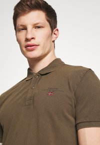 Napapijri - ELBAS - Polo shirt - green way - 4