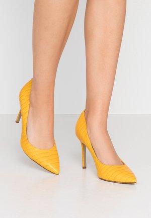 HAZEL - Zapatos altos - dijon yellow