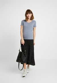 Cotton On - MATERNITY HENLEY SHORT SLEEVE - Camiseta básica - grisaille - 1