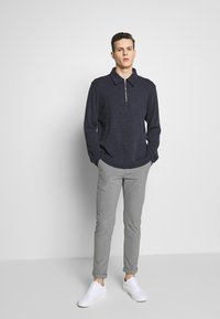 Jack & Jones - JJIMARCO JJCONNOR  - Bukser - grey melange - 1
