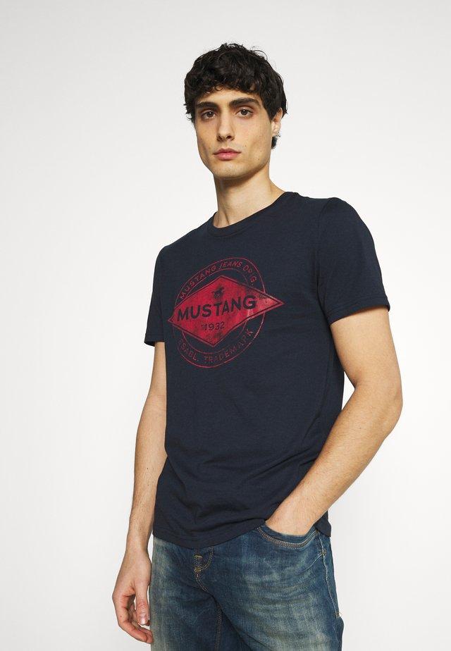 AARON - T-shirt imprimé - dark sapphire