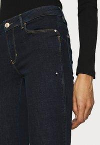 Guess - Jeans Skinny Fit - raw denim - 6