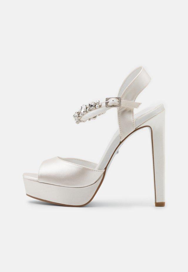 MIRACLE - Korolliset sandaalit - ivory