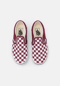 Vans - UY CLASSIC SLIP-ON - Trainers - pomegranate/true white - 3