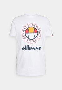 Ellesse - CAMPA TEE - T-shirt z nadrukiem - white - 4