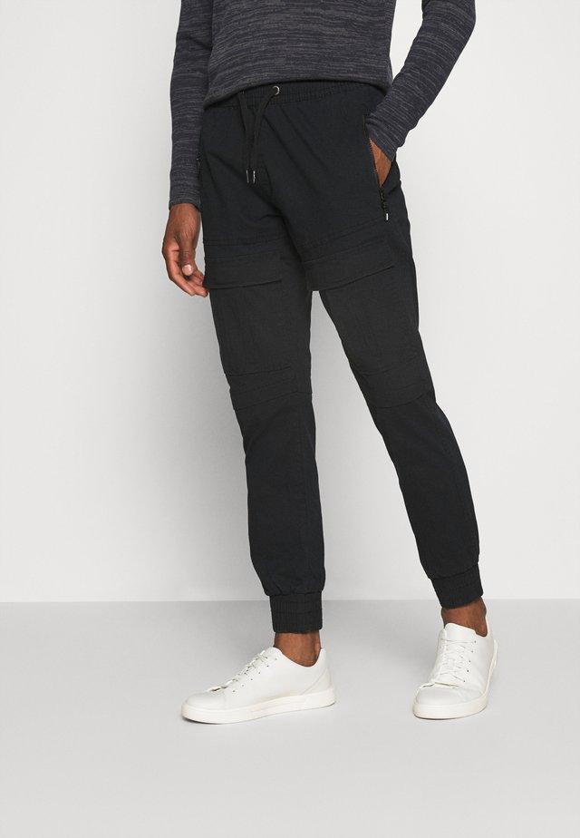 SUTTON - Pantaloni cargo - black