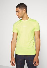 Calvin Klein Jeans - INSTITUTIONAL COLLAR LOGO - Triko s potiskem - safety yellow - 0