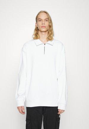 EXCLUSIVE STEFAN HALFZIP UNISEX  - Sweater - white