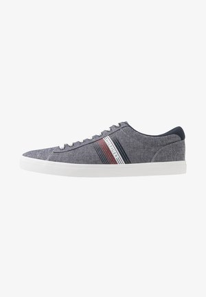ESSENTIAL SEASONAL - Trainers - blue